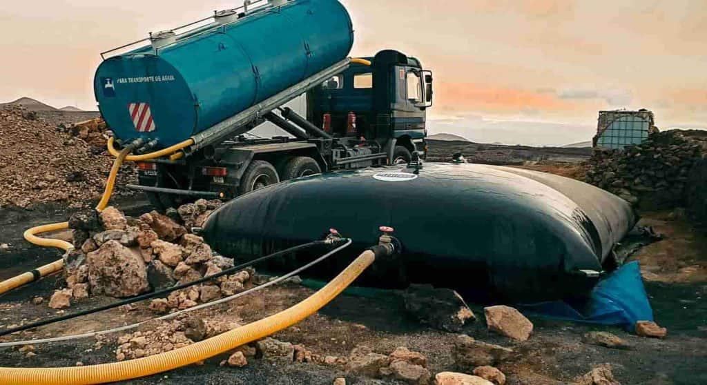 Depósito de agua potable de llenado con cuba de 20 m3