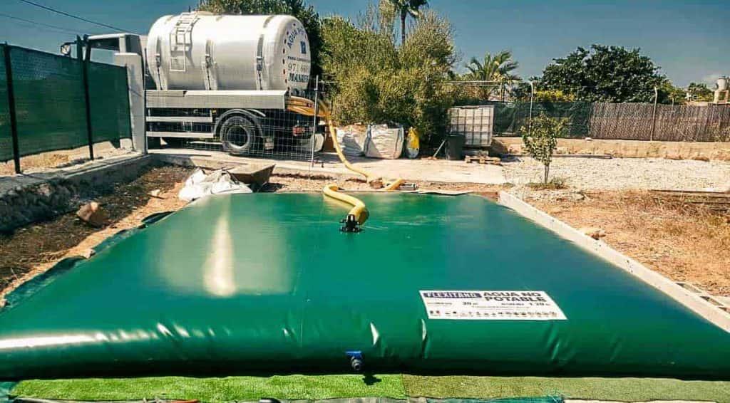 Depósito de llenado con cisterna
